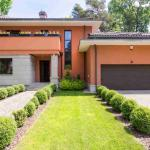 Read Article: How to Tell If You Should Repair or Replace a Garage Door