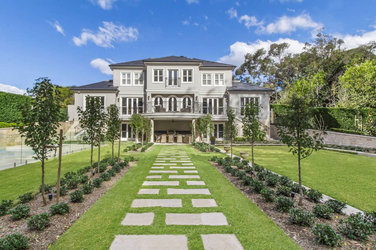 View Photo: Pymble House - Landscaped Gardens in the Backyard