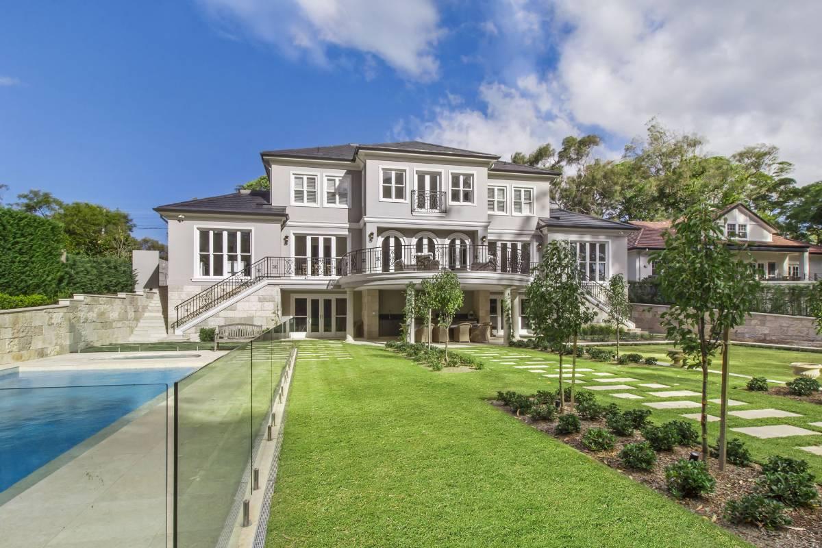 View Photo: Pymble House - Lovely Landscaped Backyard