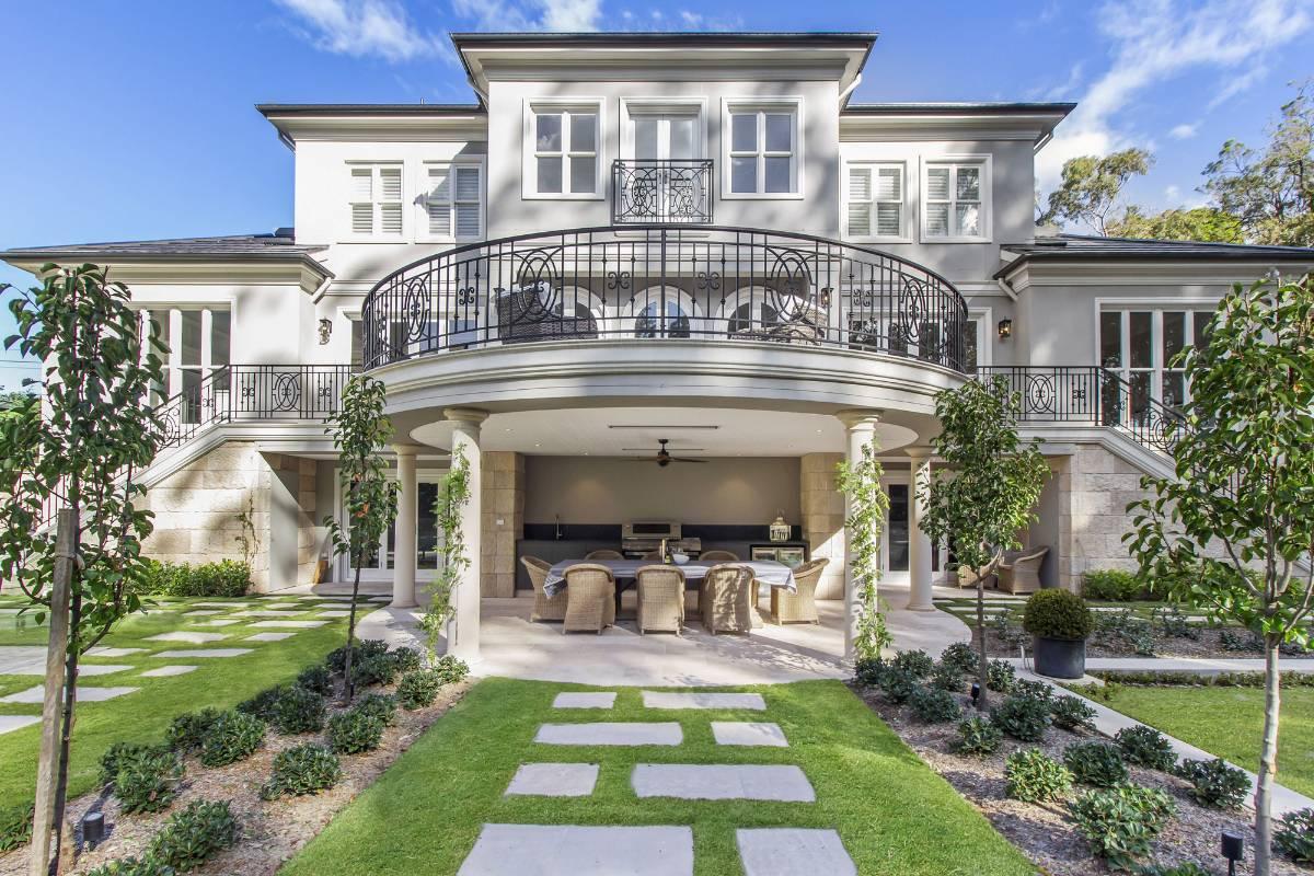 View Photo: Pymble House - Modern Alfresco Design