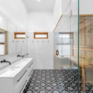 View Photo: Ensuite Bathroom