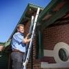 Houspect Inspector up the ladder