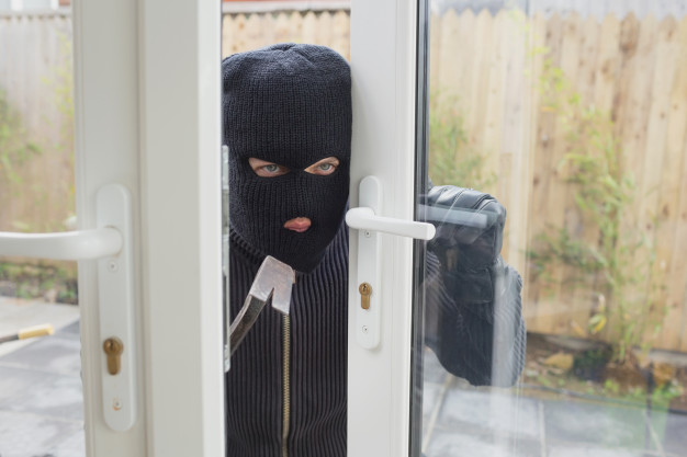 Read Article: Do Fake Security Signs Prevent Break-Ins?