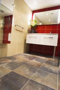 View Photo: Toilet Renovation Sydney