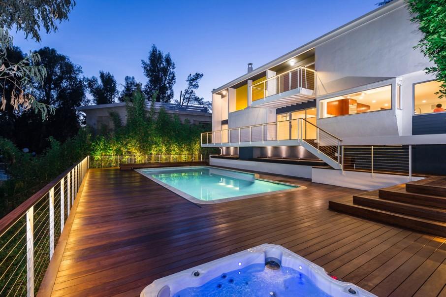 Modern Pool Decking