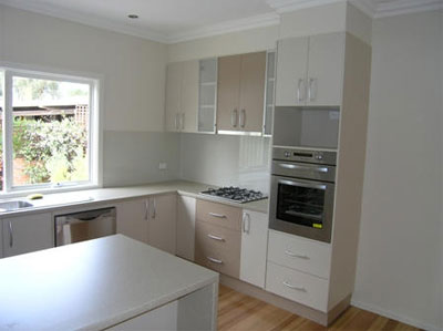 Fresh kitchen design in light tones photo liberty for Laminex kitchen designs