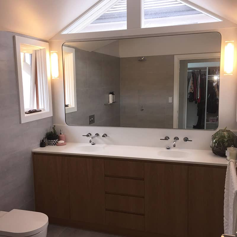 Bathroom Mirror with Steel Frame Recessed into the Wall