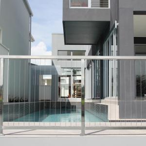 View Photo: 1.2m high vertical wire balustrade