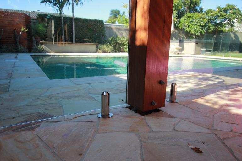 View Photo: Round pool fence spigot