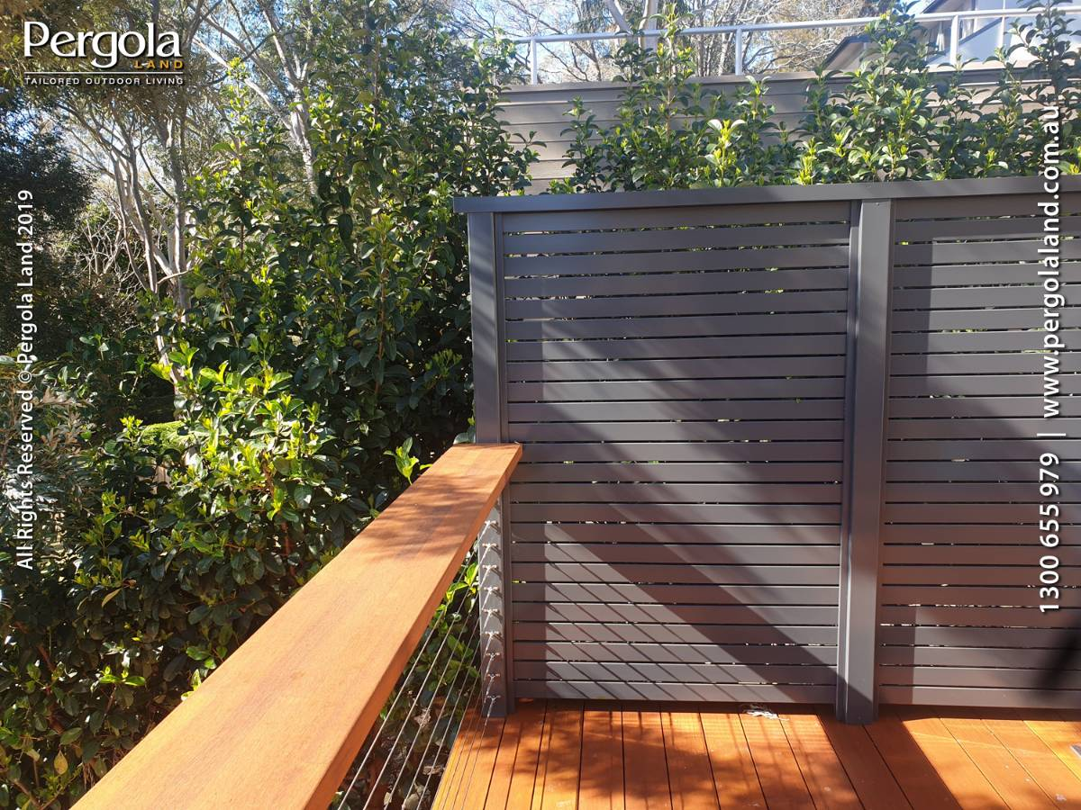 View Photo: Extra-wide handrail and privacy screen