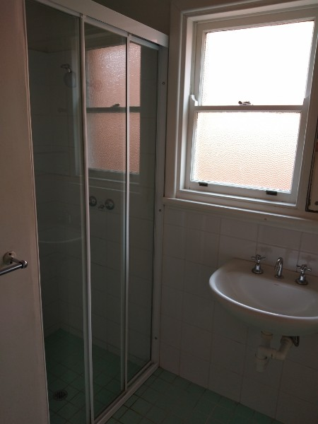 View Photo: Bathroom cleaning