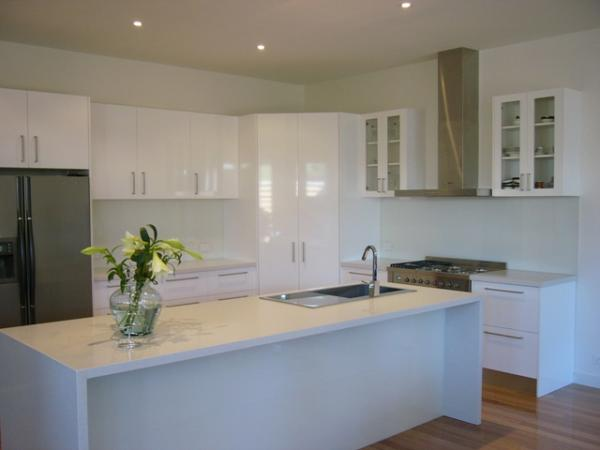 View Photo: White Glass Splashbacks