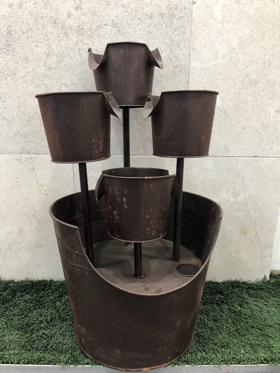 View Photo: Water Feature - Rustic Bucket Fountain