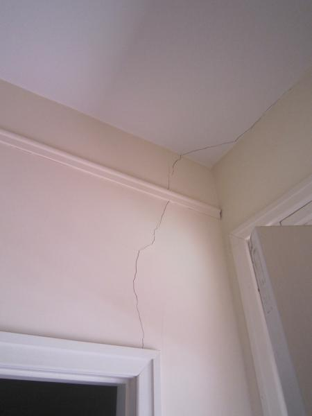 View Photo: Vertical Crack Above Doorway