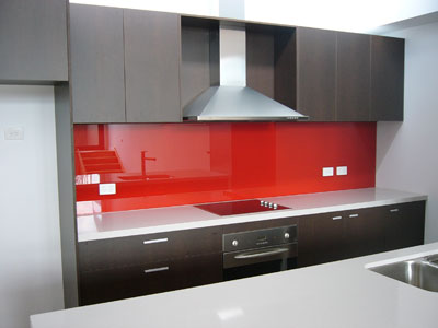 Clay on clear slumped glass splashback photo the glass - Frente cocina cristal ...