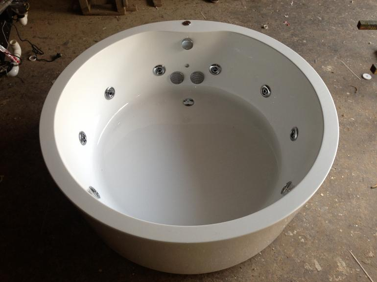 View Photo: 1500 Freestanding Round 10 Jet Spa