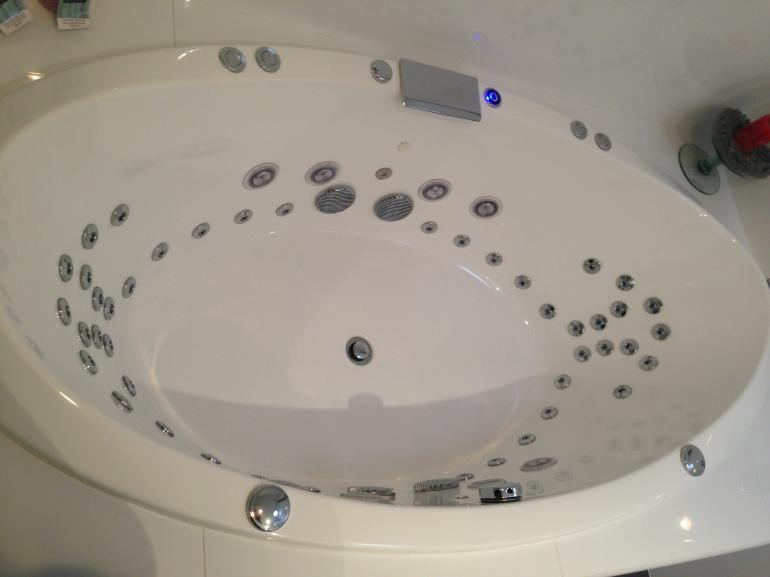 View Photo: Cazar 44 Jet Spa bath