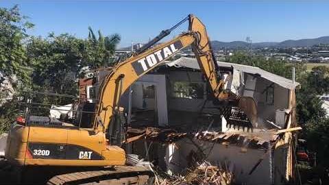 Watch Video : Watch this Brisbane House Get Totally Demolished in 40 Seconds - Total Demolition Brisbane