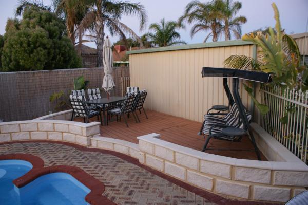 View Photo: Limestone Wall Around Pool